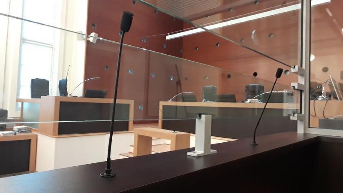 Le tribunal a condamné le prévenu à une peine de prison ferme.