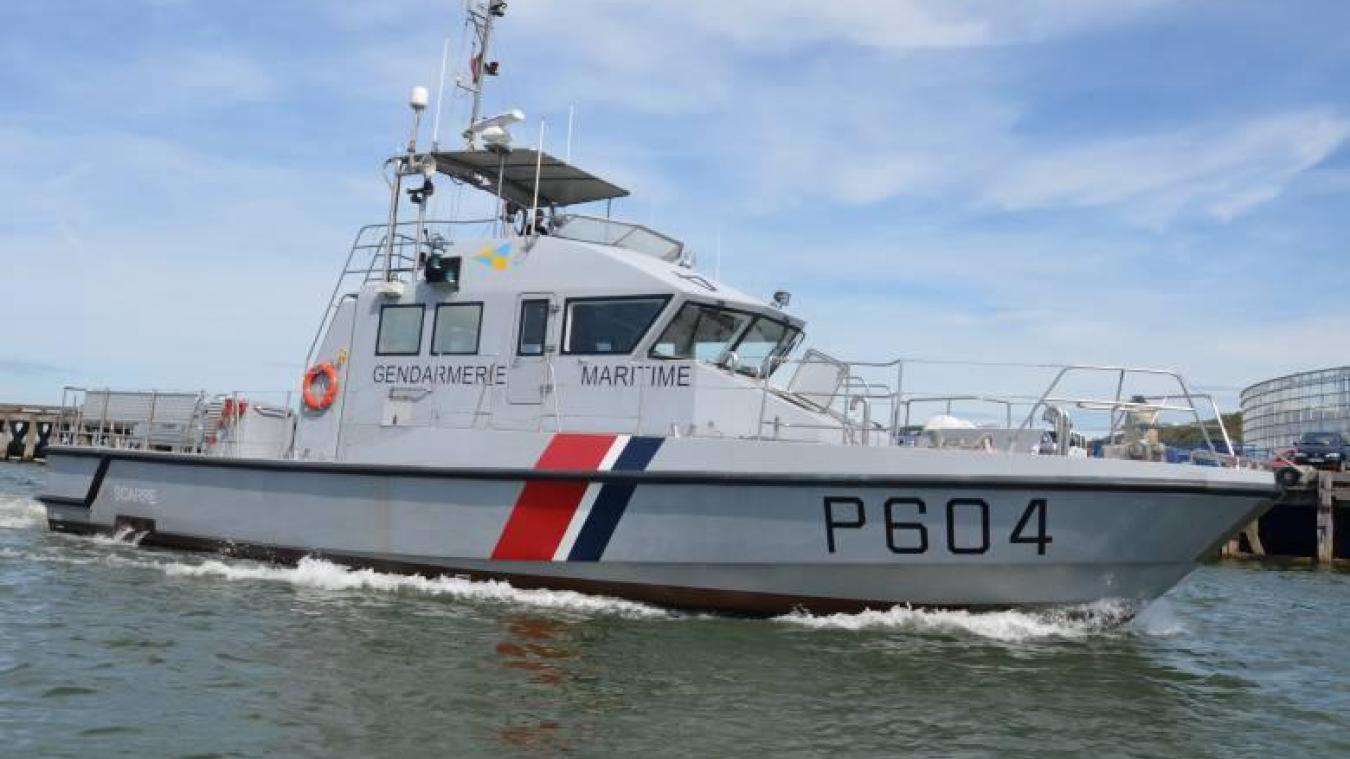 La vedette côtière de surveillance maritime de la gendarmerie maritime basée à Loon-Plage et l'hélicoptère Dragon de la Marine nationale ont secouru 11 migrants en difficulté sur une embarcation en avarie.