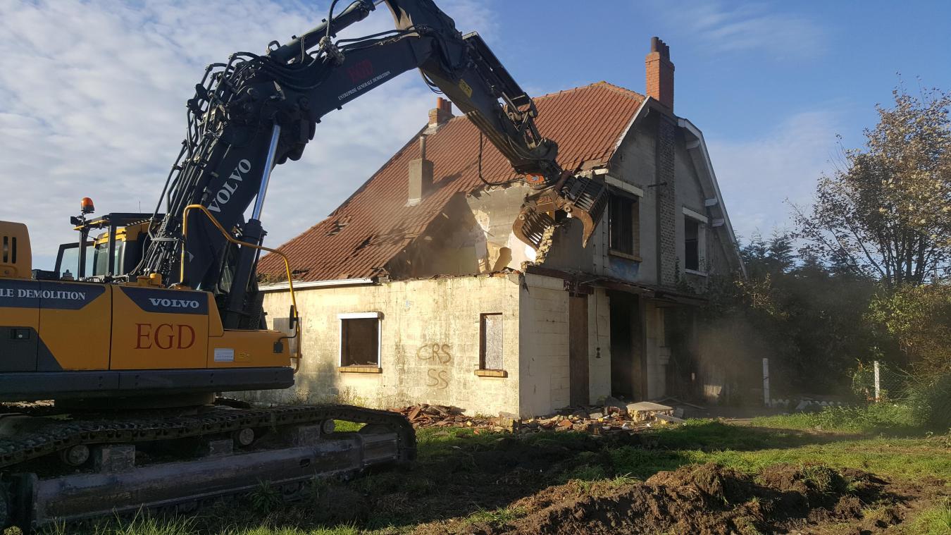 Depuis les premières démolitions le 15 octobre dernier, la cité des Cheminots attend que le chantier se poursuive pour retirer ses verrues.