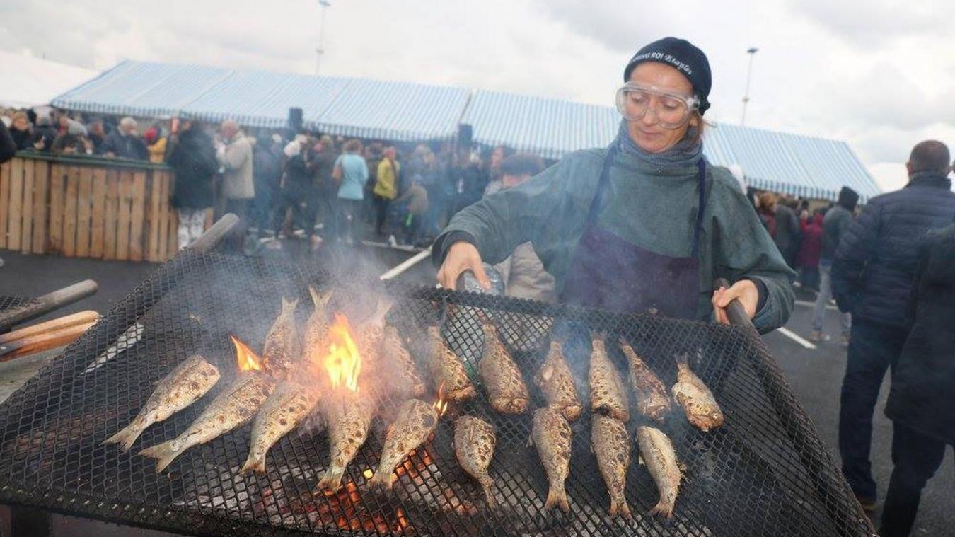 On fume, on grille et on marine le hareng durant tout ce week-end à Étaples-sur-Mer