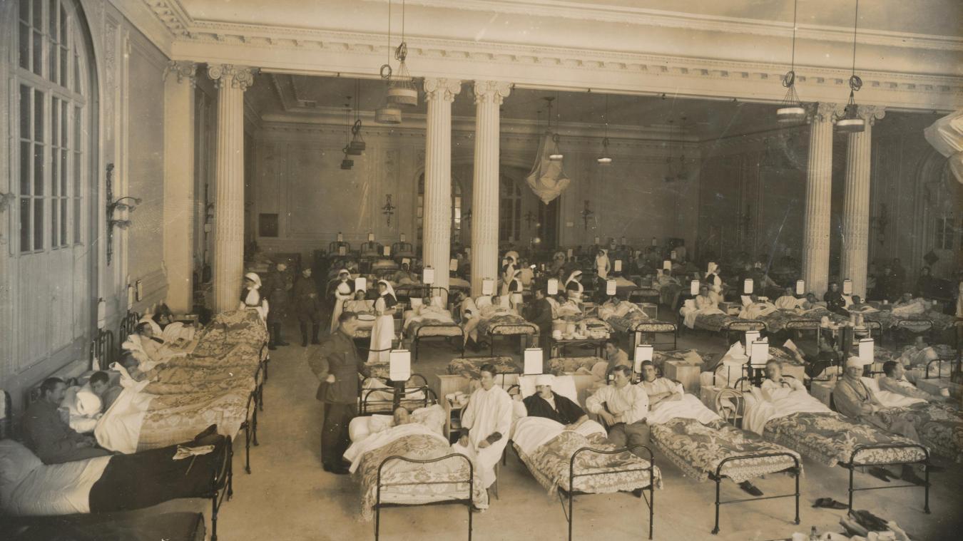 La salle de Baccarat du casino transformée en hôpital militaire