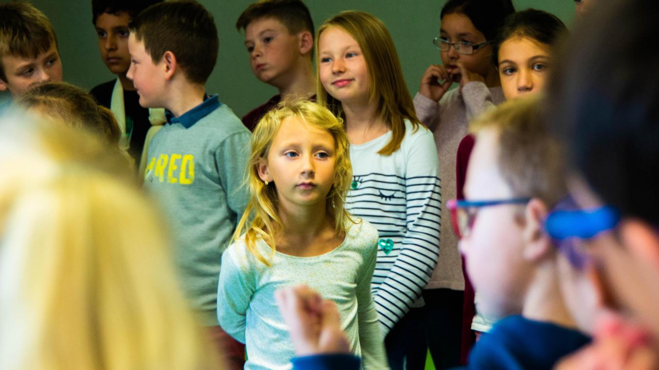 Un chœur d'adultes, un chœur d'enfants de l'école Duchenne, rejoignent des acteurs boulonnais.
