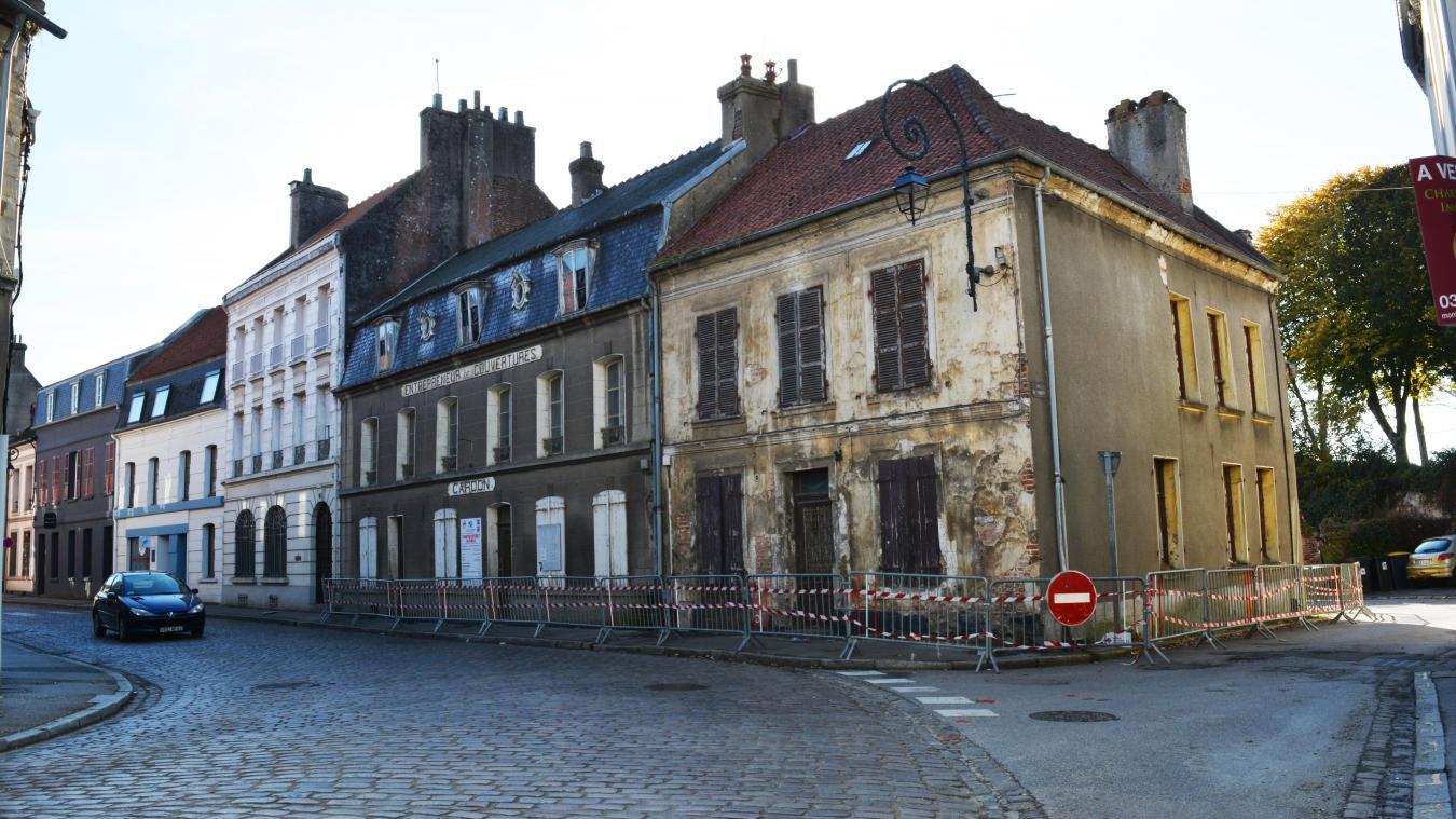 La démolition du bâtiment Cardon-Fontaine ne cesse d'être repoussée depuis plusieurs mois.