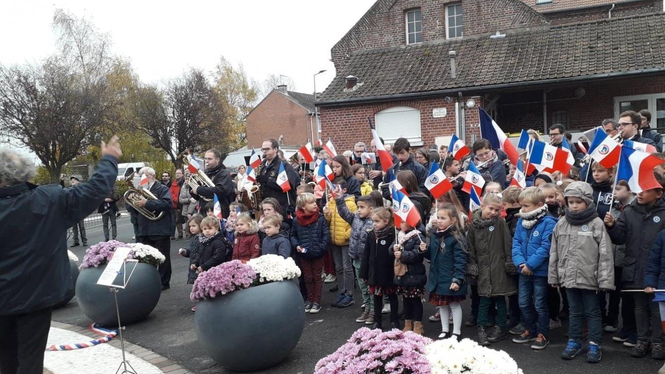 Les enfants de l'école Les gorges bleues ont interprété deux chants avec l'harmonie.
