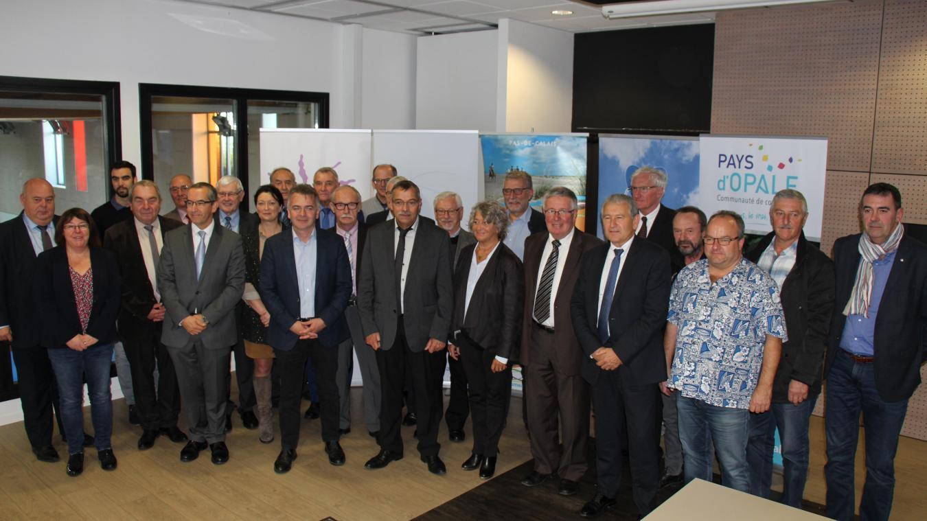 Les présidents des Communautés de Communes de La terre des 2 Caps, de Desvres-Samer, de la Région d'Audruicq, des Pays d'Opale et de Lumbres ont signé une entente intercommunautaire.