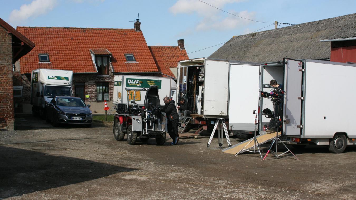 Le 14 mars, les équipes installaient leur matériel rue du Mont-Noir à Boeschepe.