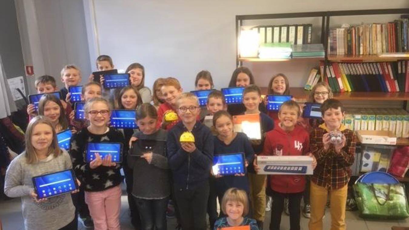 Enseignants et élèves ont eu la surprise de découvrir 16 nouvelles tablettes et de la robotique à l'école.