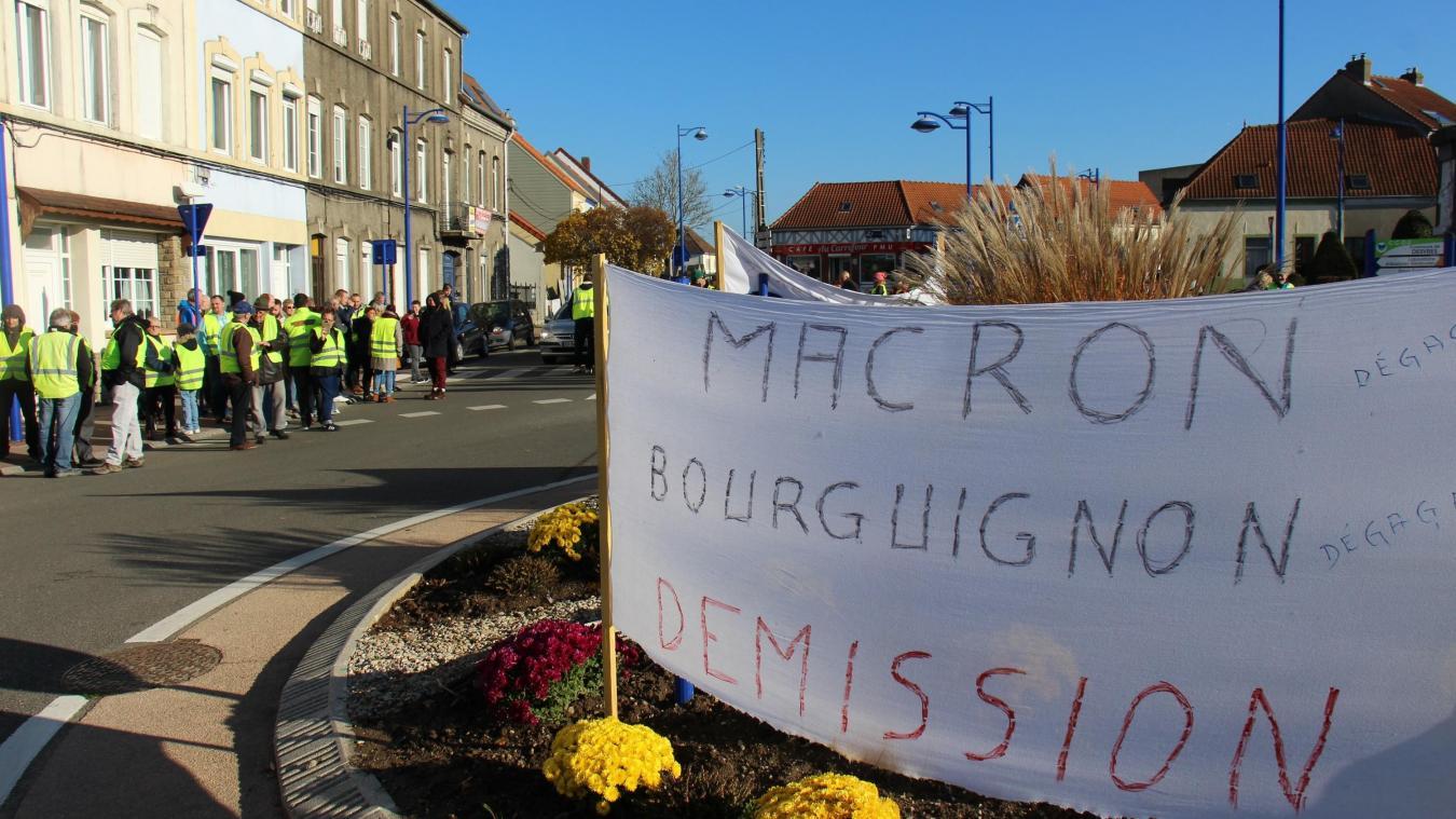 À Desvres, les habitants ont bloqué symboliquement la permanence de la député, élue de la majorité.