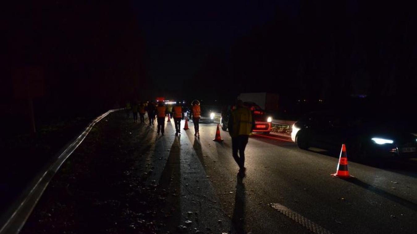 Gilets jaunes : opérations escargots et blocages sur les autoroutes