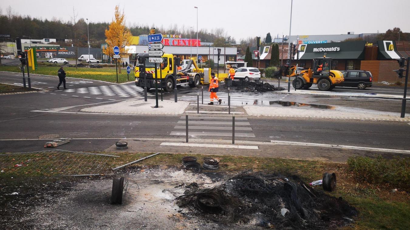 Bruay-la-Buissière: les Gilets jaunes partent de la Porte Nord pour le centre des impôts