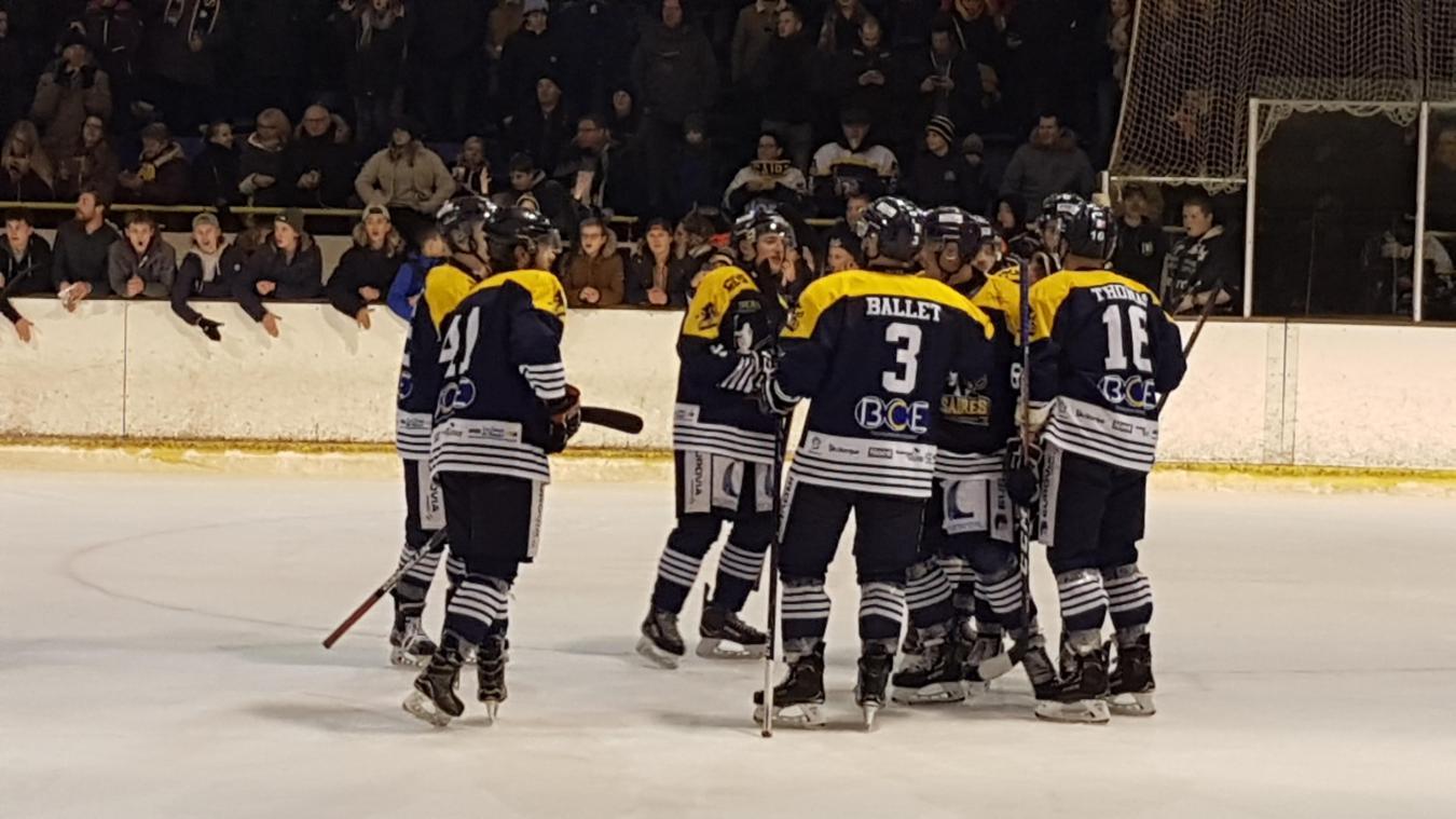 Les hockeyeurs dunkerquois ont pu fêter leur nouvel exploit en compagnie du public de Raffoux.