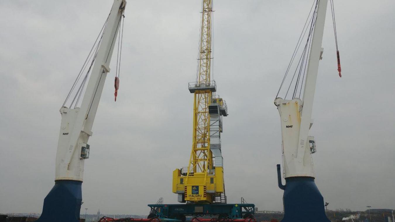 Une grue toute neuve pour le port de Boulogne-sur-Mer