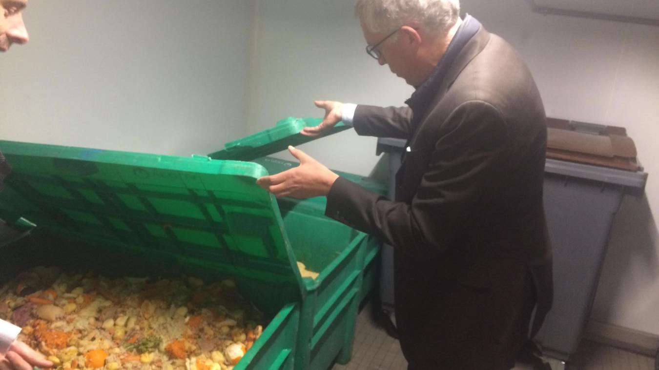 Le CHA a l'obligation de valoriser les bio déchets, déchets alimentaires, qui sont produits. Tout est stocké dans un local réfrigéré.