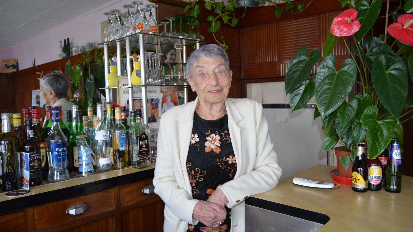 Marie-Lou a fêté son anniversaire dans son café qu'elle tient depuis 1954.