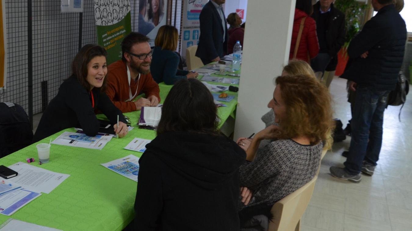 Des entreprises et associations étaient présentes à l'Institut Calot pour permettre à des personnes handicapées de retrouver un emploi.