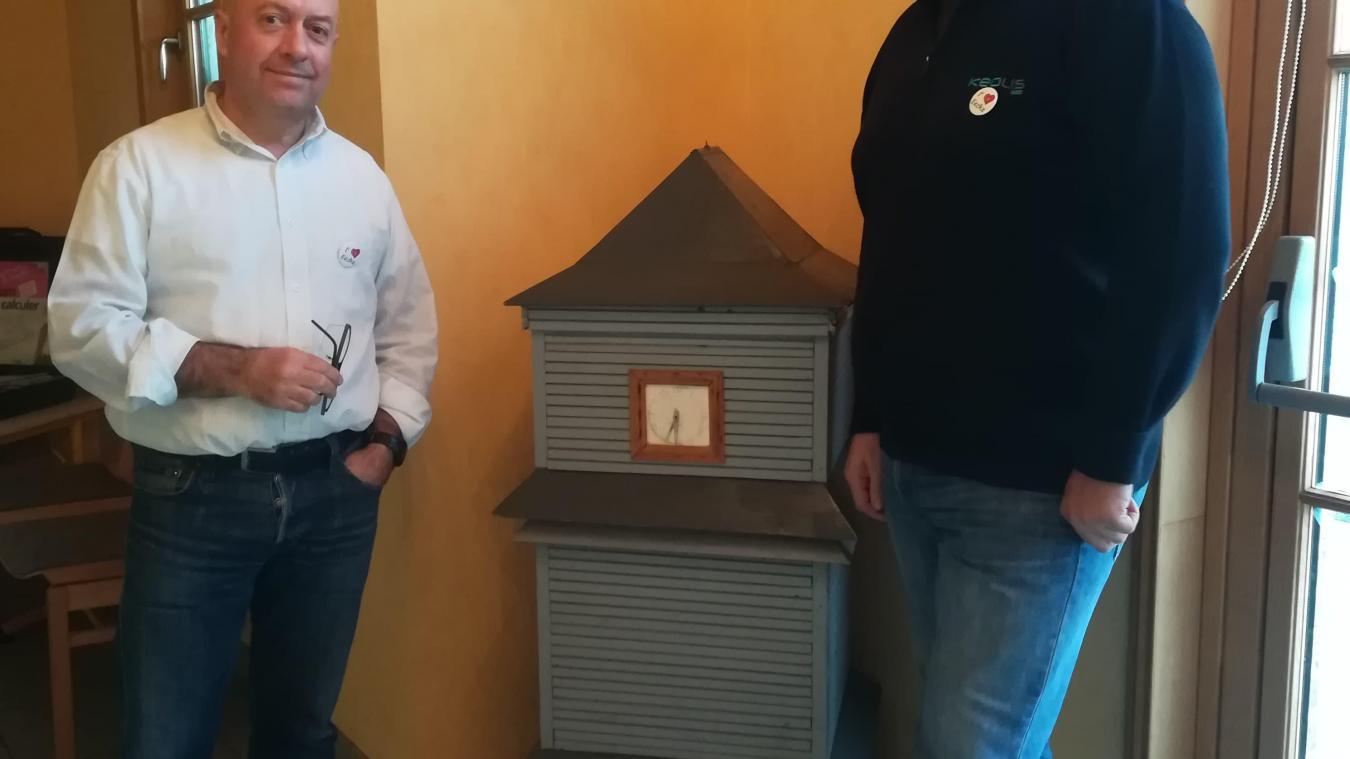 Claude Secq (à gauche) et le maire Jacques Nuns (à droite), espèrent récolter des dons pour le Klockhuis.