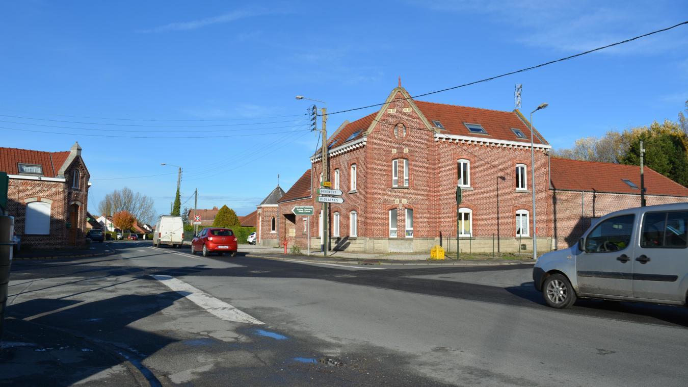 La rue Jean-Jaurès traverse Cuinchy pour rejoindre Festubert, Givenchy-lès-la-Bassée ou Violaines.