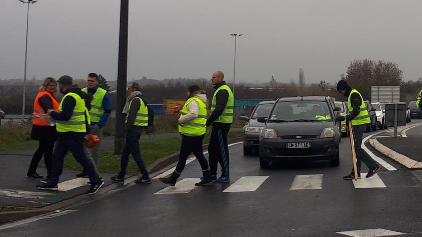 Bailleul: les Gilets jaunes au rond-point du Leclerc et sur la zone commerciale (Vidéo)