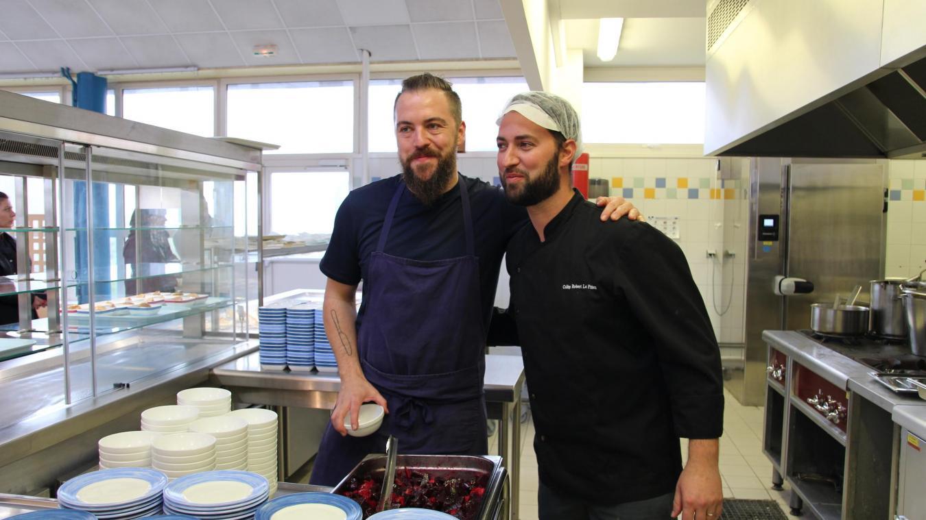 Florent Ladeyn soutient la démarche Grégory Deschodt et du collège de Cassel. 60 % des produits cuisinés pour les collégiens sont achetés chez des producteurs locaux, dans un périmètre de 35 km autour de Cassel.