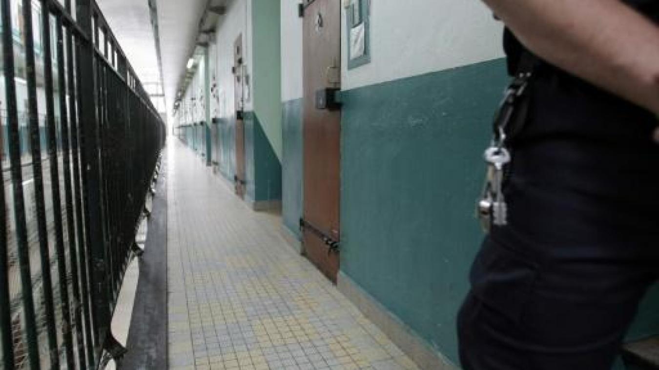 Le détenu voulait retourner à la buanderie.