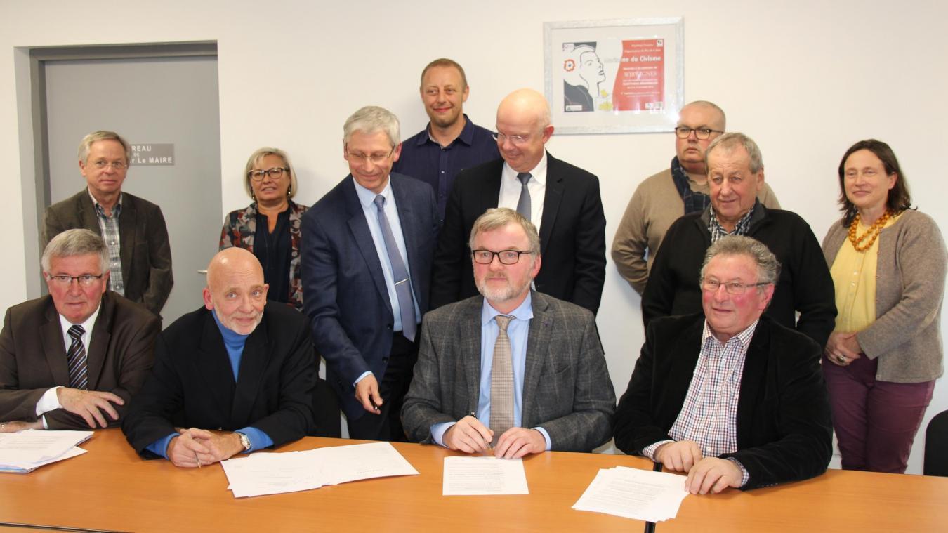 Les différents partenaires du projet se sont retrouvés pour la signature officielle.