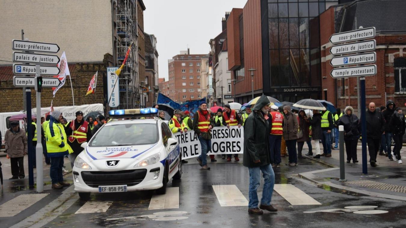 Malgré la pluie, les manifestants ont marché contre la vie chère, jusqu'à la sous-préfecture de Dunkerque.
