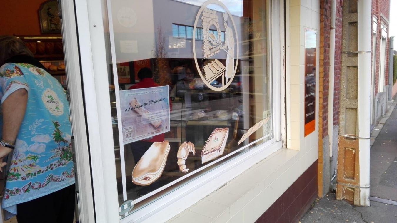 Boulangerie Delaine, rue Montgolfier : quatre baguettes suspendues pour la première journée.