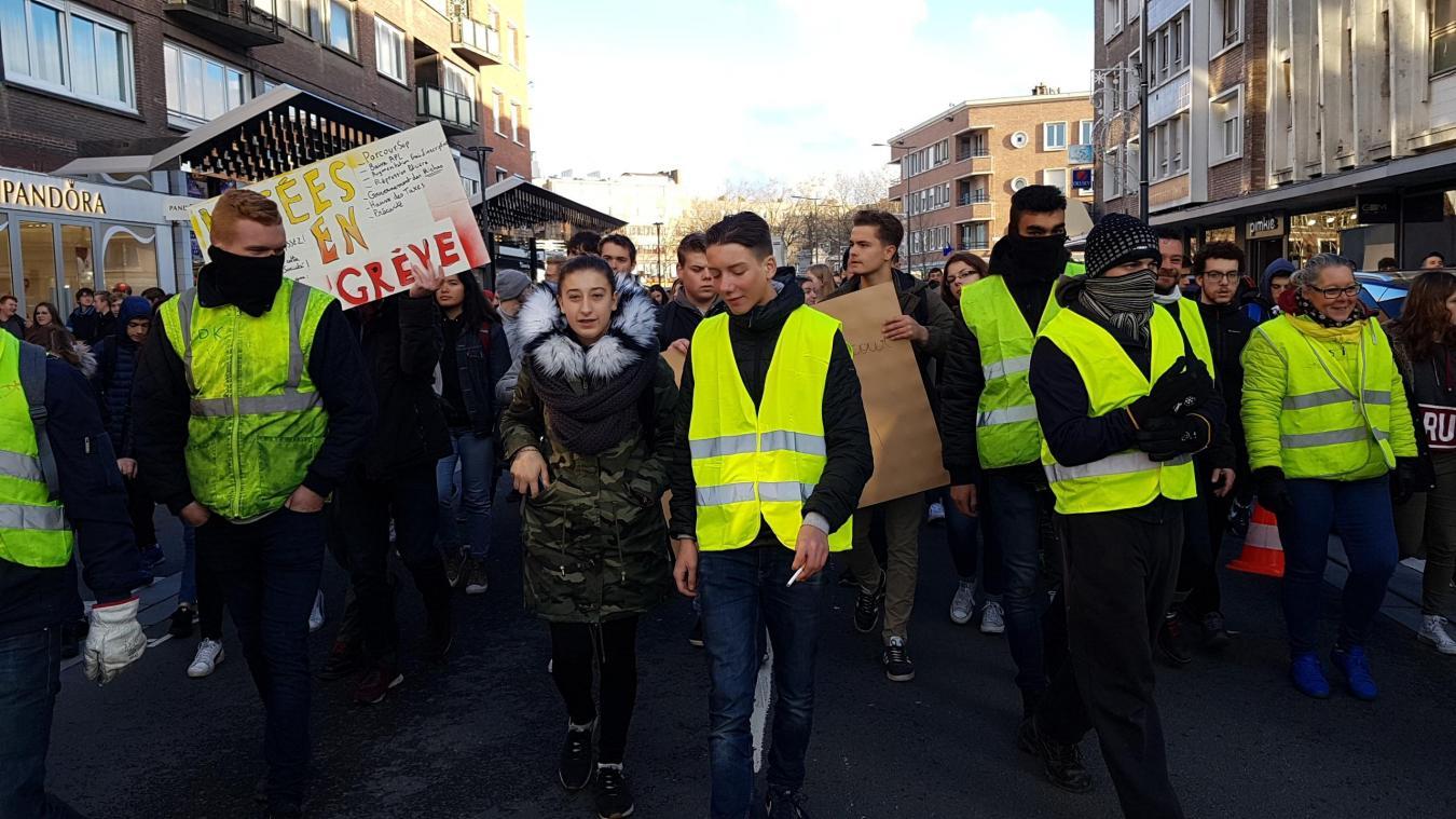 Les lycéens soutiennent les revendications des gilets jaunes.