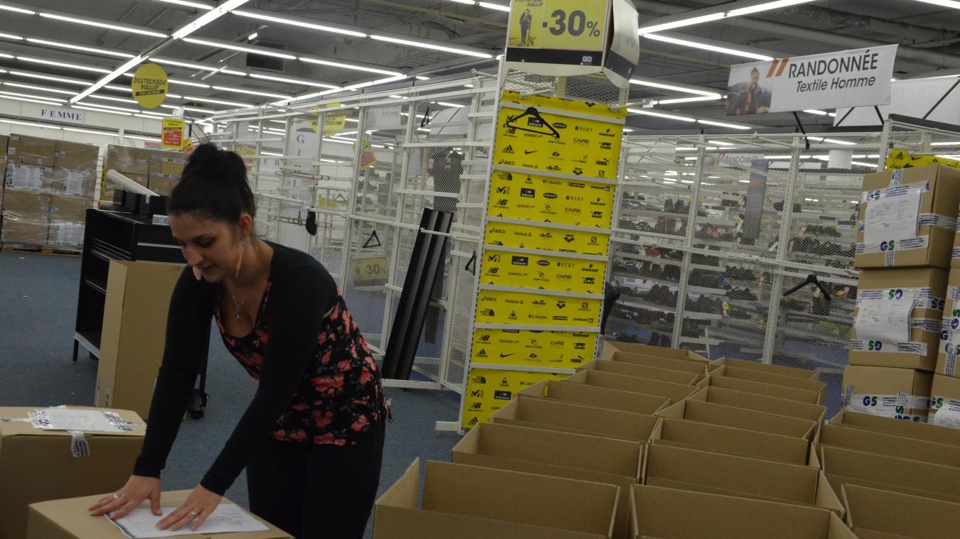 Pour Jessica et les dix autres salariés de Go sport Dunkerque, il est l'heure de faire les derniers cartons.