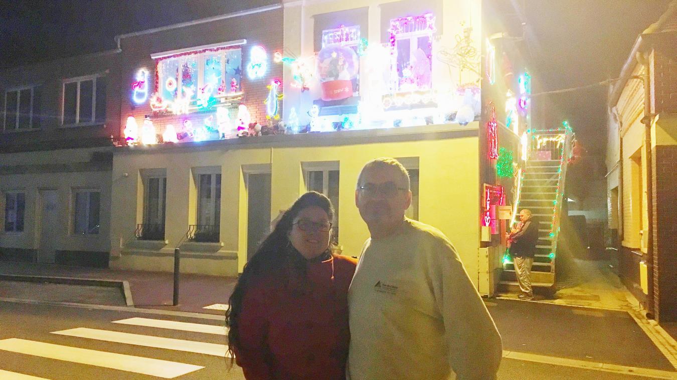 Ingrid et Jean-Marc Trolais ont allumé leurs décorations de Noël samedi dernier. Elles resteront illuminées tous les soirs jusqu'à L'Epiphanie.