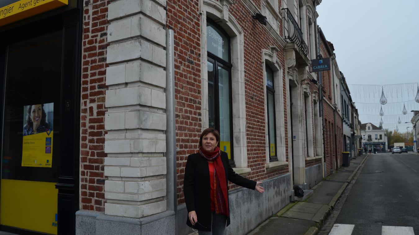 Nathalie Duquenne, adjointe, explique que la rue de Verdun refait le plein de commerces.