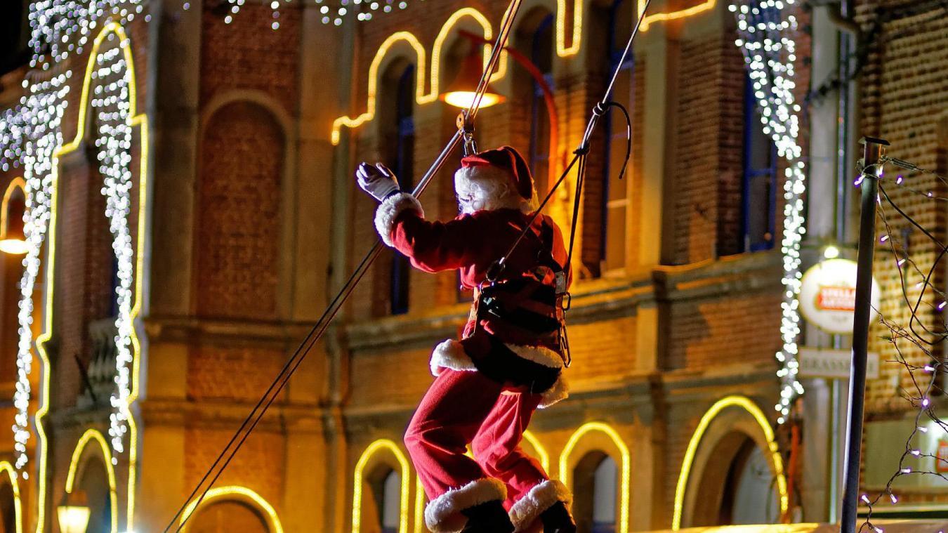 Le Père Noël descendra en tyrolienne depuis l'église. Cette année, le thème du marché est la magie.