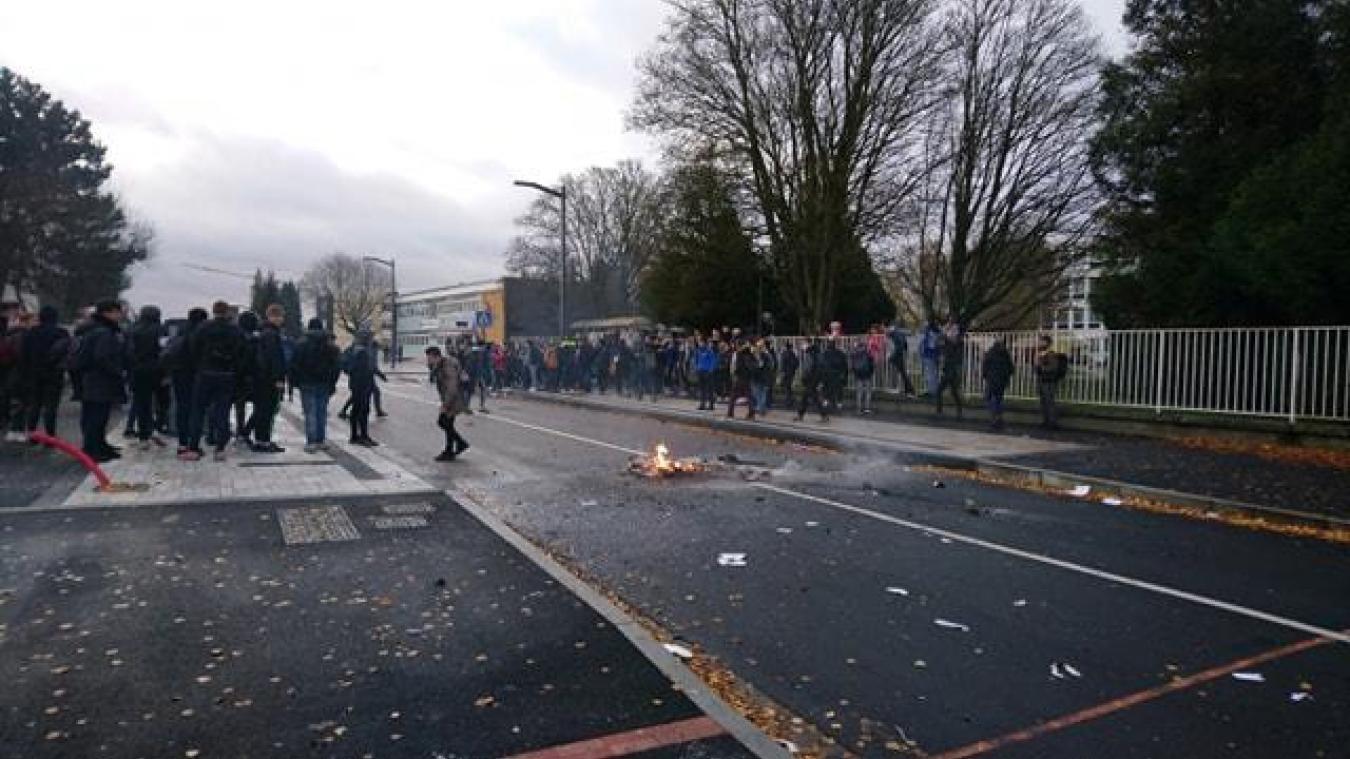 Liévin : la rue du lycée Henri-Darras est bloquée