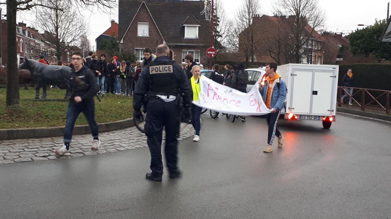 Les lycéens ont manifesté dans les rues d'Hazebrouck.