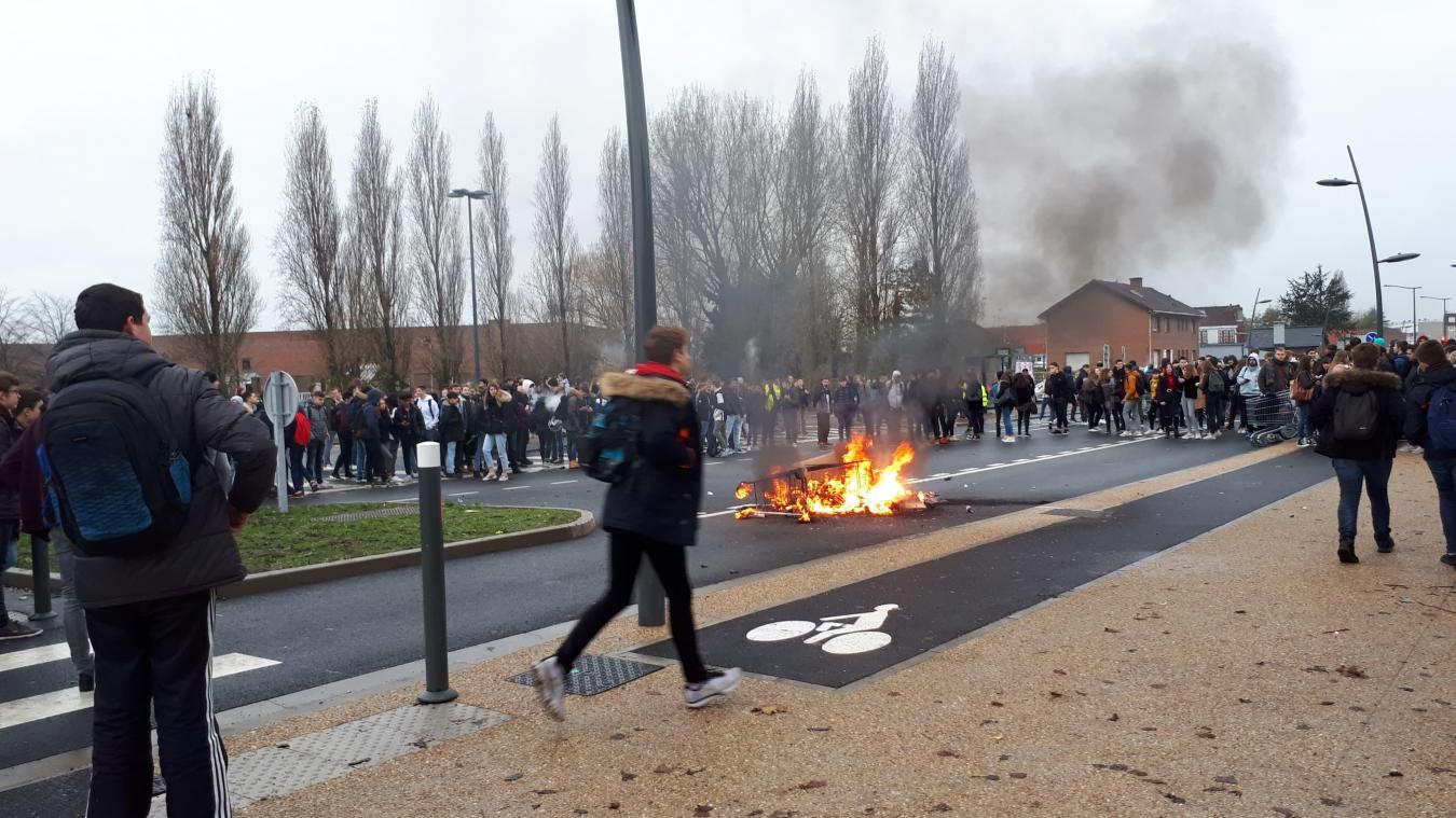 Lors des blocages, des policiers ont reçu des jets de projectiles.