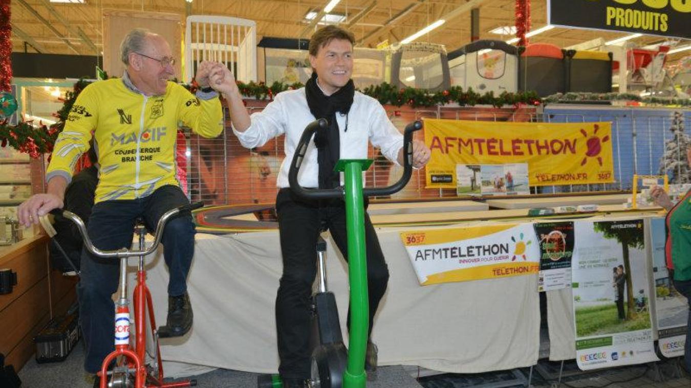 David Bailleul, le maire, en compagnie d'un membre du club de cyclisme de Coudekerque-Branche.