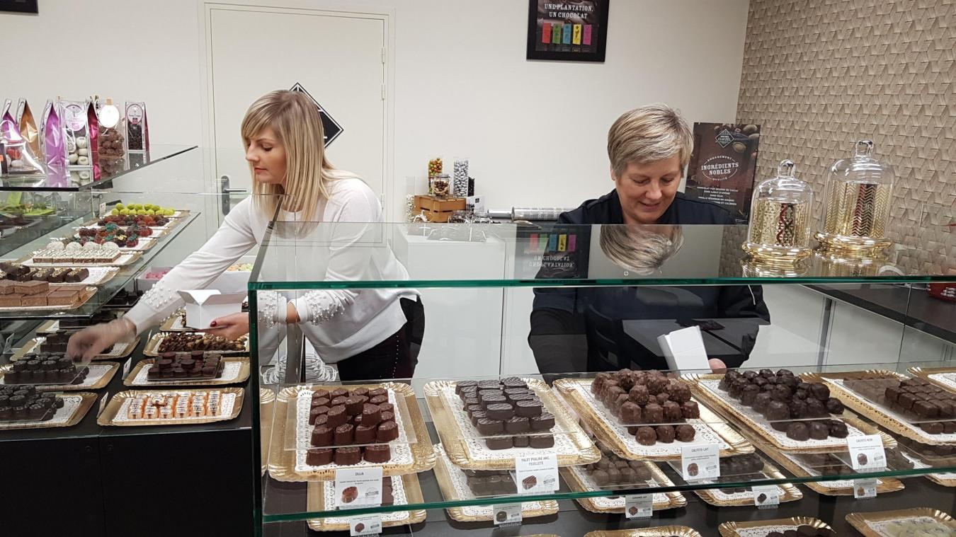 La boutique de chocolats, Fève de cacao, a ouvert ses portes, rue Albert 1 er . On y retrouve Marine Belden (à gauche) et sa mère, Murielle.