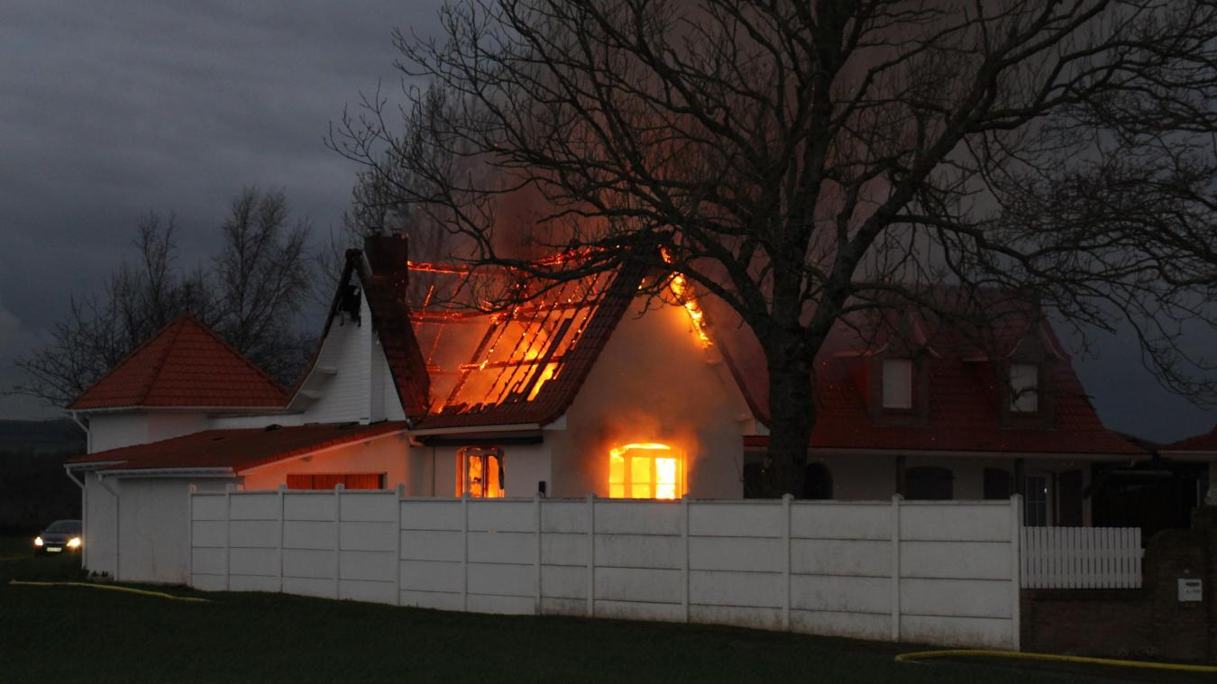 Les flammes ont ravagé l'habitation située à l'entrée du village sur la D215.