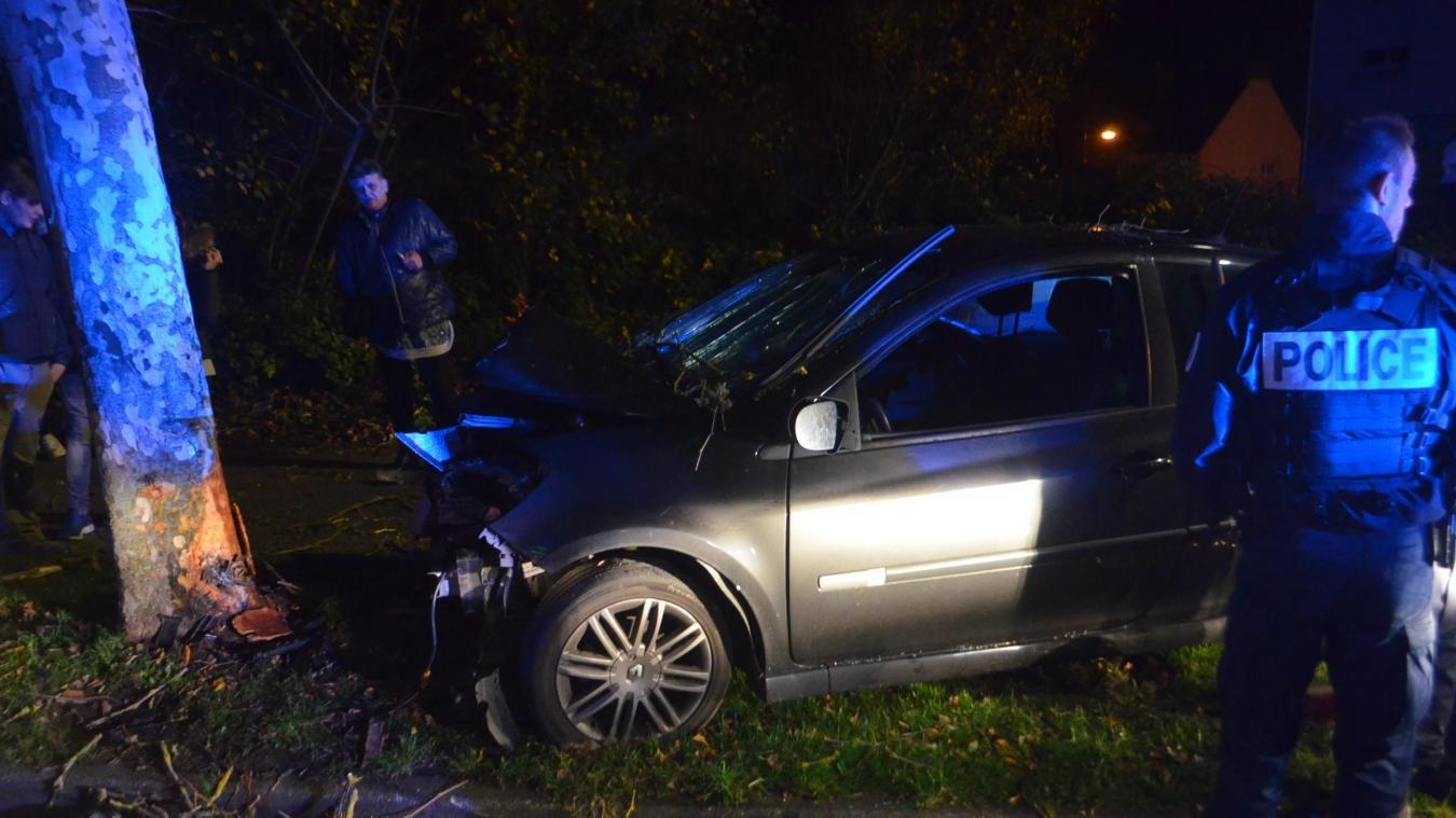 Outreau : un automobiliste percute violemment un arbre boulevard de la Liberté (photos)