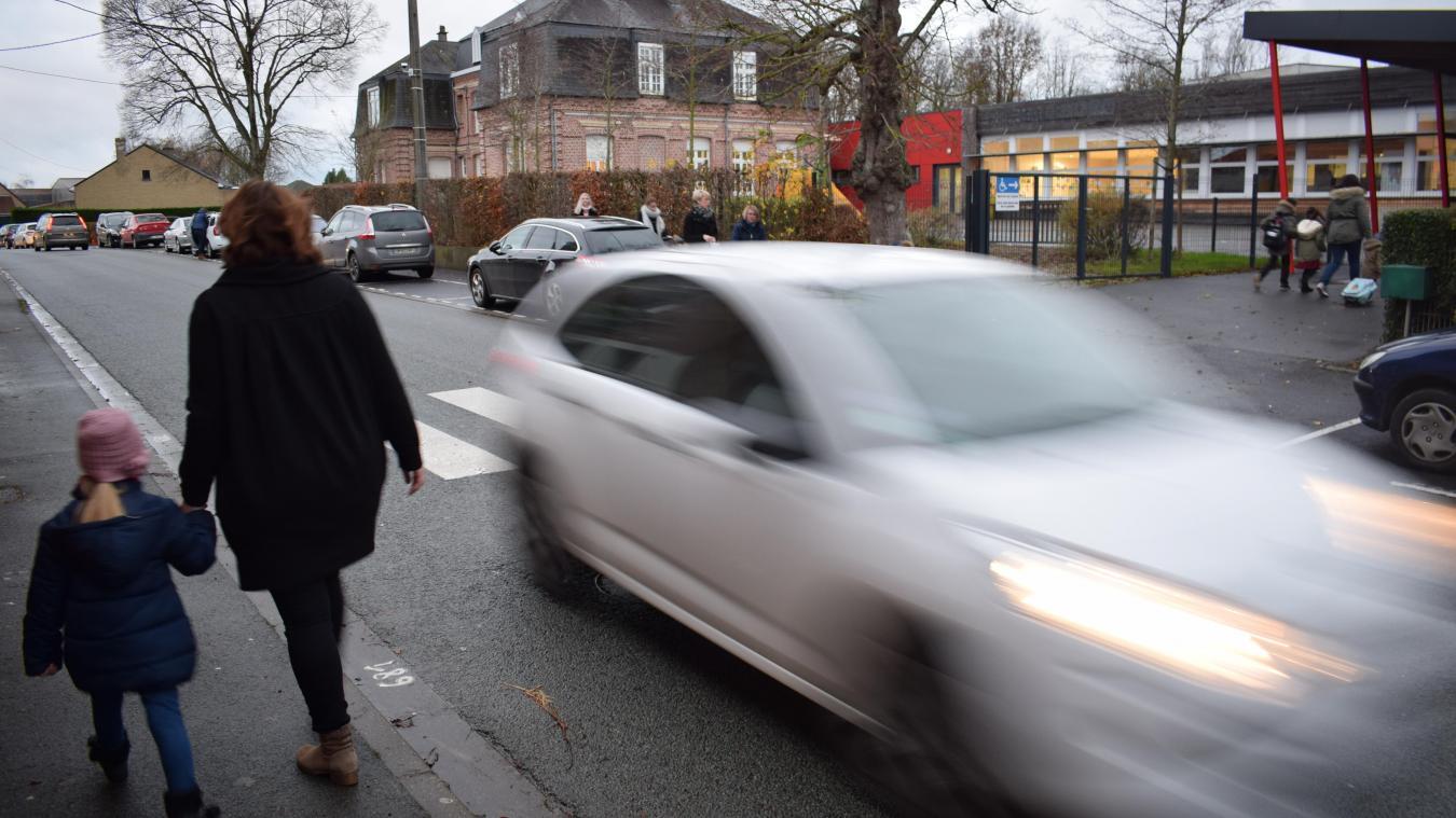 La circulation est dense rue de Ledringhem, près de l'école maternelle Roger-Salengro et de la halte-garderie. Le panneau clignotant devrait donc sensibiliser bon nombre d'automobilistes.