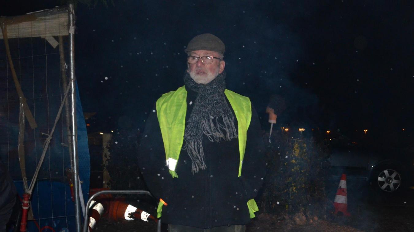 Jacques, 77 ans, est un fidèle du rond-point des Parapluies.