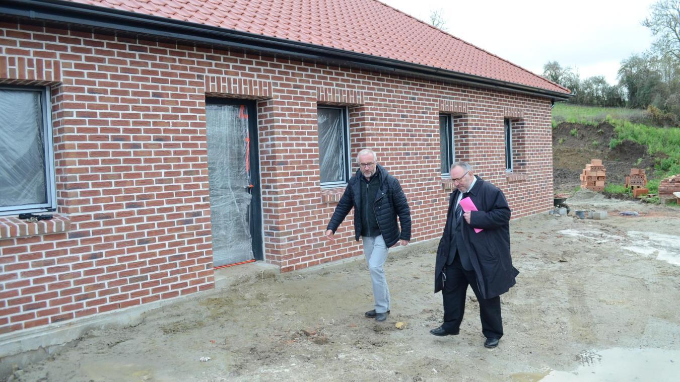 Bernard Deletré a emmené Alain Wacheux, président de la communauté d'agglomération, sur le chantier de la maison de la petite enfance.