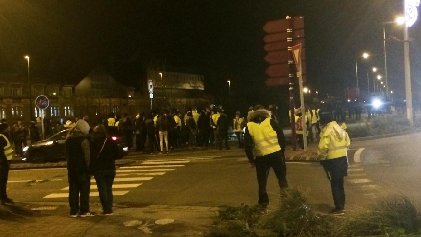 Les sept prévenus ont été arrêtés au rond-point du Channel, dans la nuit de samedi à dimanche.