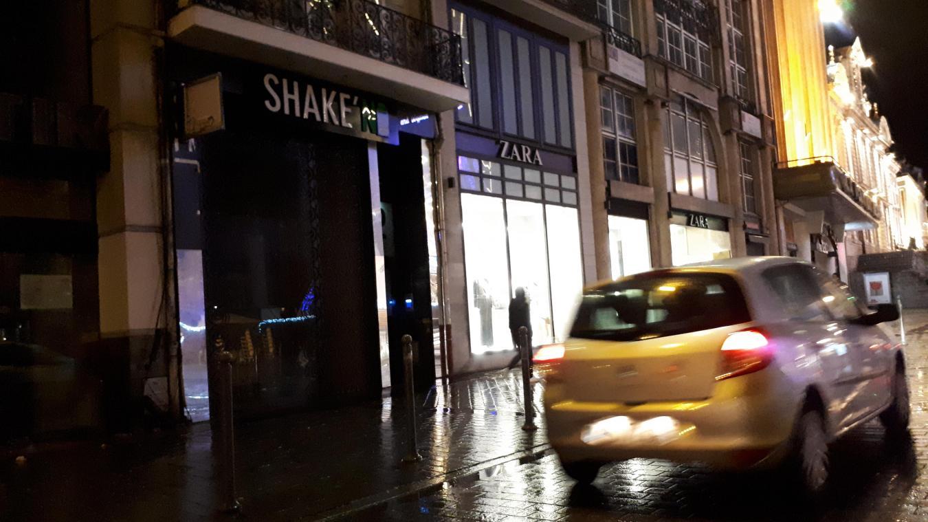 Le fast-food Shake'n Out Burger s'implante sur la Grande'Place de Lille.