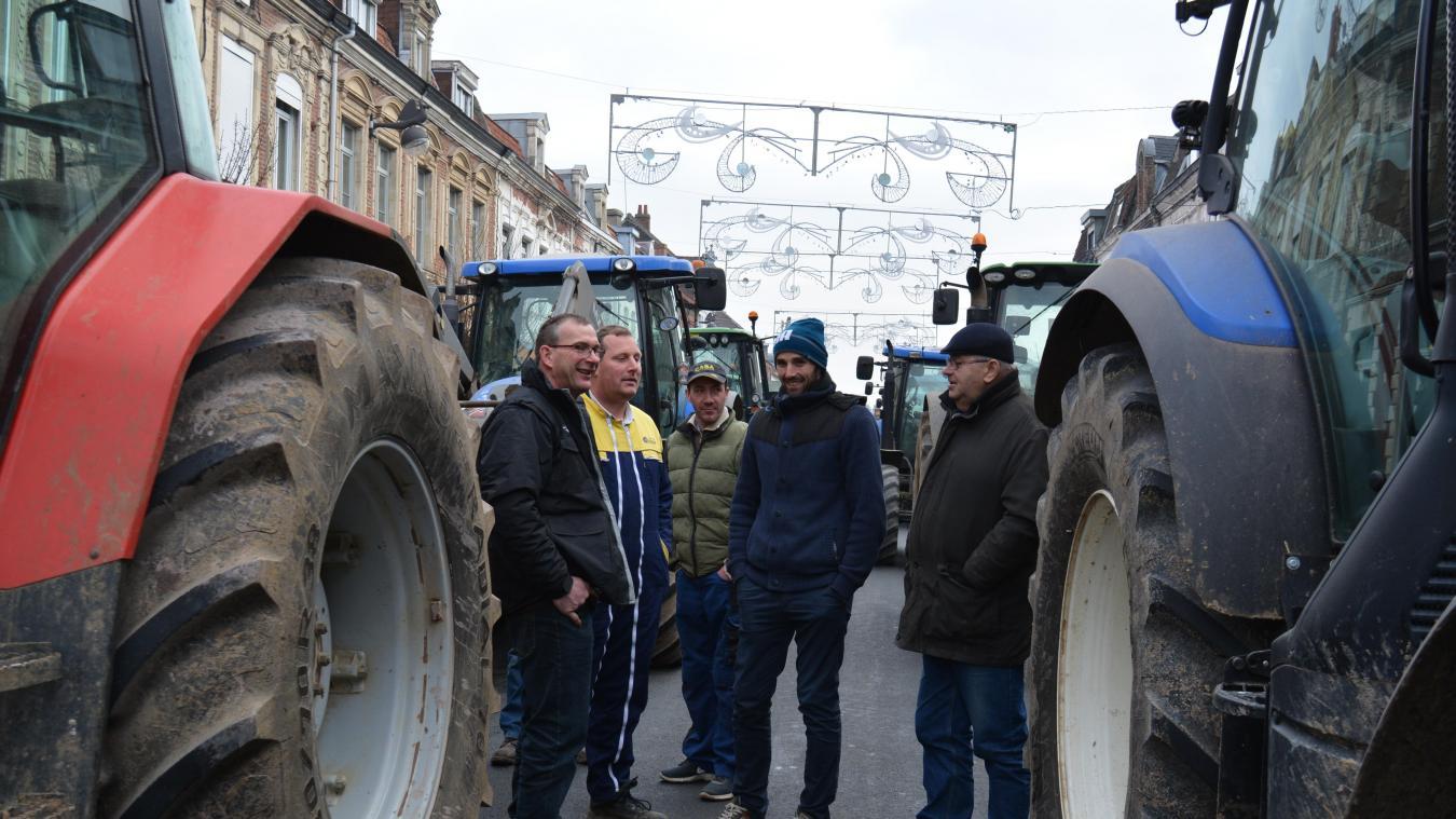 Les agriculteurs bloquaient la rue en attendant leur rendez-vous avec la député.