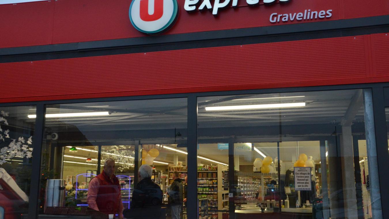 L'entrée du magasin est désormais située face au parking, avec une mise en avant de l'alimentaire.
