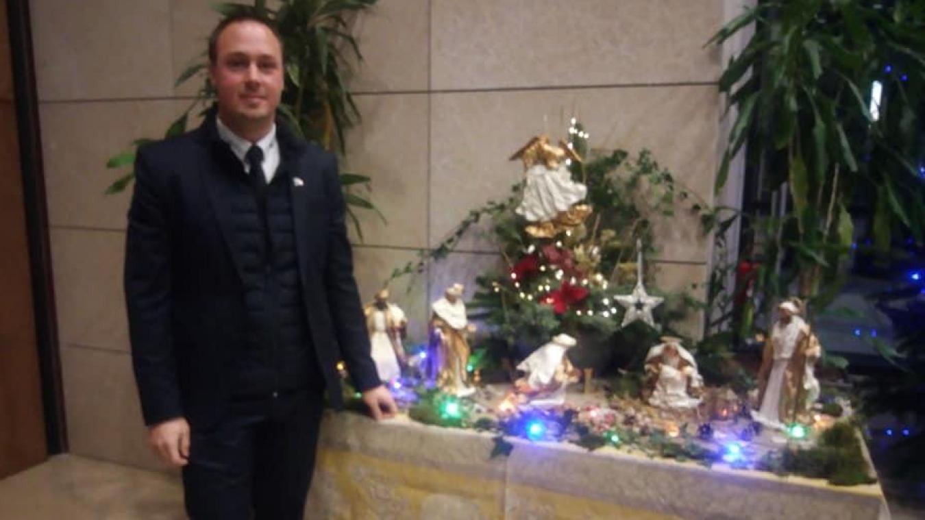 Sur sa page Facebook, Adrien Nave a fait part de son plaisir de participer à l'inauguration d'une crèche de Noël au sein du conseil régional des Hauts-de-France.