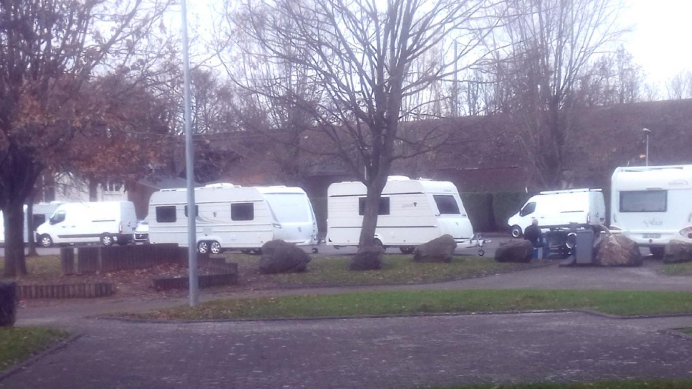 Bully-les-Mines: des caravanes installées au complexe sportif Marcel Becq