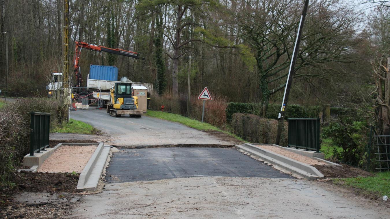 Des travaux de réfection ont été entrepris au niveau du pont situé en bas de la côte du Rossignol, entre Desvres et Longfossé.