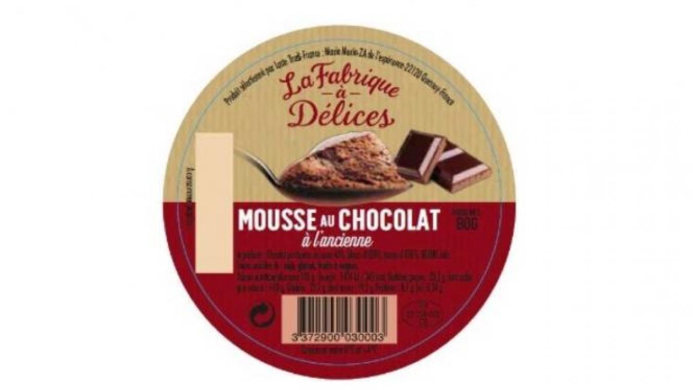 Des bouts de verre dans de la mousse au chocolat
